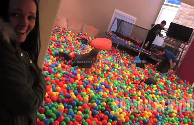 Crazy-Plastic-Ball-PRANK-633x411