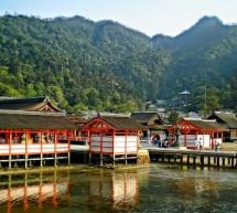 Ghé thăm đền ITSUKUSHIMA Nhật Bản – tận hưởng một bình minh huyền diệu