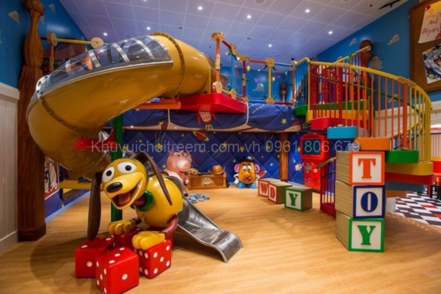 wonderful-cool-beautiful-nice-adorable-toy-story-bedroom-decoration-with-real-design-and-has-wooden-flooring-concept-728x485